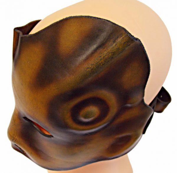 Kožená maska tvarovaná